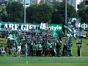 08 Oct 06 - FC Gifu fans cheer their team on to, er, defeat at Thespa Kusatsu