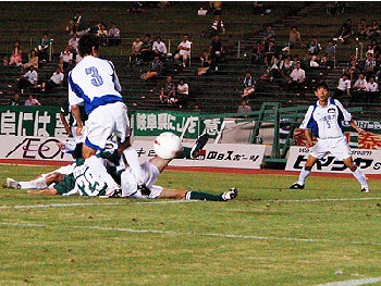 09 Jul 07 - Gifu battle it out with Alo's in the Friday night game