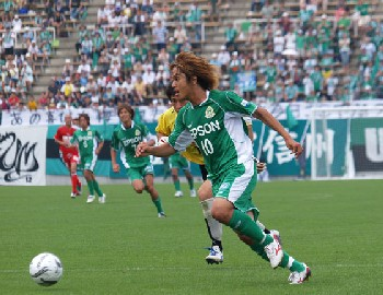 09 Jul 07 - Hidehito Shirao in action for Yamaga against Zweigen