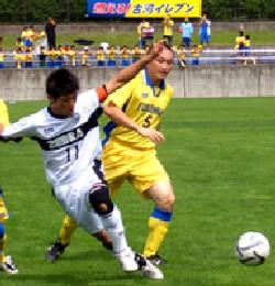09 Jul 07 - Morioka Zebra get the better of yellow-shirted Furukawa Battery