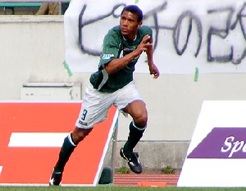 10 Apr 07 - FC Gifu goal hero Jorginho