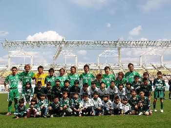 10 Apr 07 - Matsumoto Yamaga Club prepare for the big kick off
