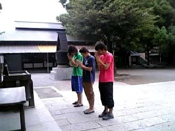 10 Jul 06 - All Kamisu SC squad members pray for victory before their game with FC Seibudai