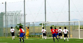 10 Jun 06 - FC Kyoto BAMB in red against Mitsubishi Kobe