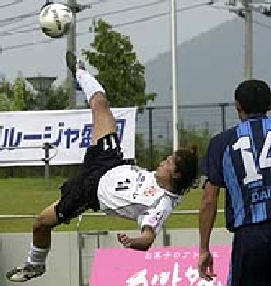 10 Sep 06 - Grulla Morioka go for goal in style against FC Primeiro