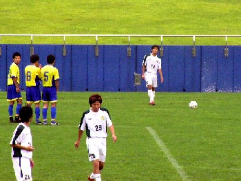 10 Sep 06 - Sendai Nakata Club prepare to defend a Wiese Shiogama free kick
