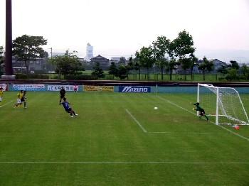 12 Aug 06 - Yoshio Kitagawa on target for Alo's against Yokogawa