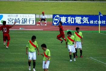 13 Aug 06 - Honda Lock punish FC Kariya for their truly astonishing away kit