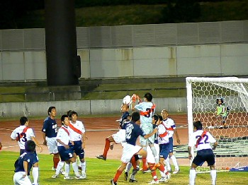 14 Aug 07 - FC Kariya defend against Sagawa Printing