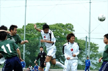 14 May 06 - Top-of-the-table Chugoku League action as FC Central go for goal against Fujita