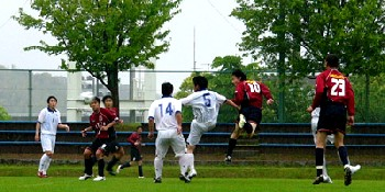14 May 06 - Yohei Ueta gets in a header for Nangoku Kochi against Ventana AC