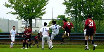 14 May 06 - Yohei Ueta gets in a header for Nangoku Kochi against Ventana AC