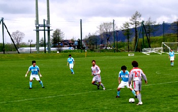 14 May 06 - Toyota Motors Hokkaido in possession against Thank FC