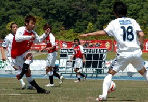 14 May 07 - Mitsubishi Mizushima go for goal in their defeat to Gainare Tottori