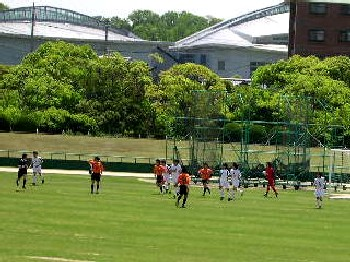 14 May 07 - Renofa Yamaguchi in orange scrap it out with FC Central