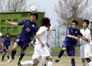 16 Apr 06 - Kamatamare's Chinese midfielder Xu gets in a header against Alex