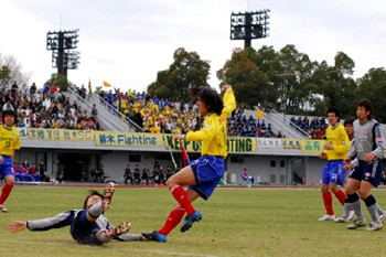 16 Apr 06 - Tochigi on the attack in their win over RKU