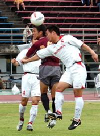 16 Apr 07 - Heads up at FC Ryukyu vs Honda FC
