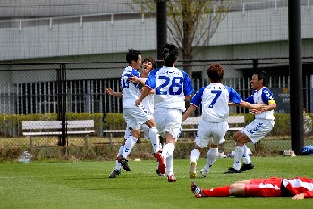 16 Apr 07 - Machida Zelvia celebrate their winner over Luminozo Sayama