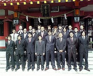 16 Jan 07 - FC Ryukyu players relax and enjoy their pre-season ceremonial chores
