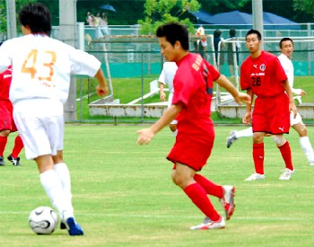16 Jul 06 - Fuyo Club on the ball against Morishin's FC