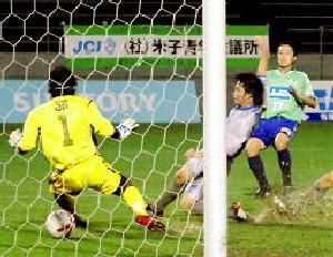 16 Jul 07 - Splashing around, Gainare Tottori and YKK AP