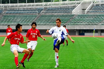 17 Jun 06 - FC Aries defend against leaders Machida Zelvia