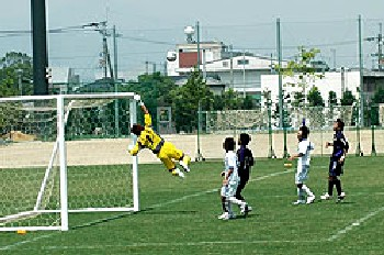 18 Jun 06 - Kamatamare keeper Shogo Ebisawa in spectacular action against Ventana