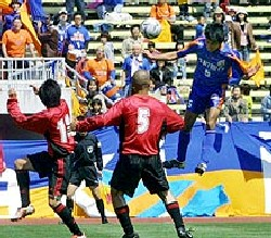 20 Apr 06 - V Varen striker Yoshihiro Saisho rises above the Osumi NIFS defence to score his hat-trick