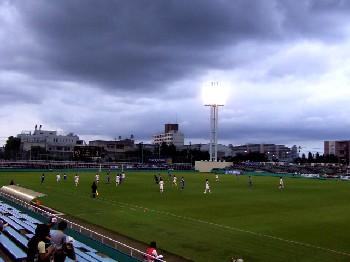 20 Aug 06 - Sagawa Kyubin Tokyo meet Honda FC under thunderous skies