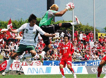 20 May 07 - Rosso Kumamoto on the defensive (?) against FC Gifu