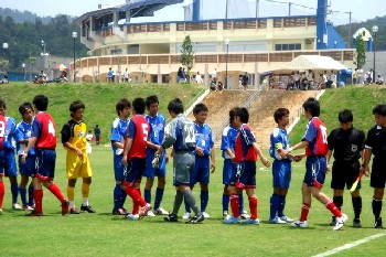 21 May 06 - Pre-match meets 'n' greets for Nanakuma Tombies and Kaiho Bank SC