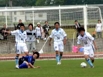 21 May 06 - FC Primeiro kick Morioka Zebra when they're down