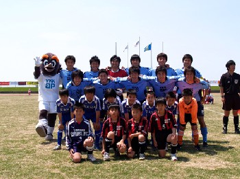 21 May 06 - YKK AP and friend(s) before their game with Yokogawa Musashino