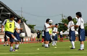 22 Jul 06 - Tochigi warm up before their defeat at Sagawa Printing
