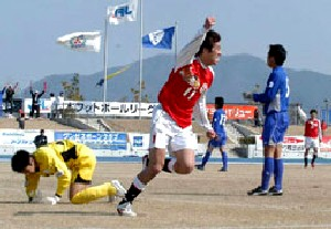 22 Mar 07 - Daisuke Matsuoka scores against Sagawa Kyubin