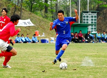 23 Apr 06 - Ex-Ventforet Kofu defender Kazuki Tsuda in action for FC Machida Zelvia