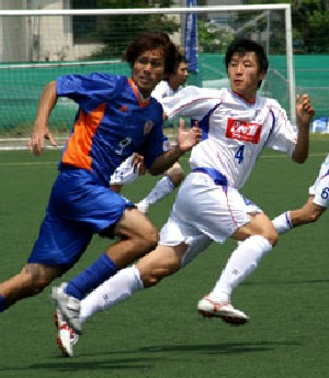 23 Jul 06 - Action from Japan Soccer College's win over Fervorosa (white)