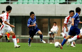 23 Jul 06 - Sagawa Kyubin Osaka try to break down the Honda FC defence