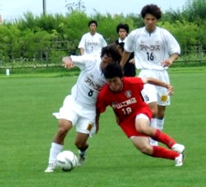 23 Jul 06 - Valiente Toyama in white lose out to a rampant FC Antelope