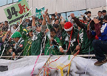 24 Dec 06 - General scenes of Gifu-esque merriment