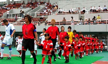 24 Jul 07 - Shinya Ito, FC Central Chugoku and Iwami SC before the Shimane final