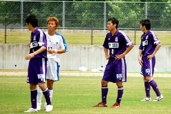 24 Jul 07 - MIE Rampole in purple overcome leaders Konica Minolta Toyokawa