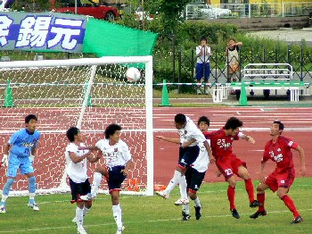 24 Jul 07 - A bad defeat for RKU in red at home to Sagawa Printing