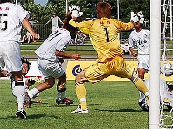 24 Jun 06 - Tetsuya Ito puts FC Gifu one up against Shizuoka FC