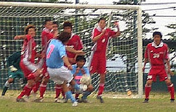 25 Jun 06 - A vicious Furukawa Battery free kick against Northern Peaks