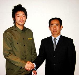 26 Dec 06 - Yutaro Abe and some dodgy geezer