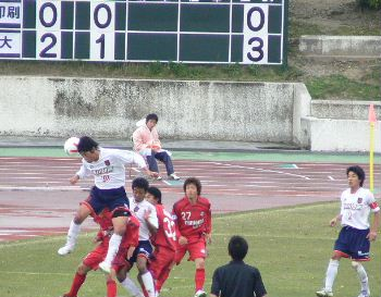 28 Apr 07 - RKU in red on the defensive against Sagawa Printing