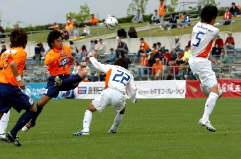 28 May 06 - Nagano Elsa on the way to victory over Japan Soccer College
