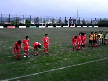 28 May 06 - Zweigen Kanazawa all out of breath after their draw with Fervorosa